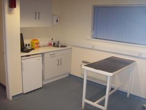 Интерьер стерилизационной, рабочий стол.